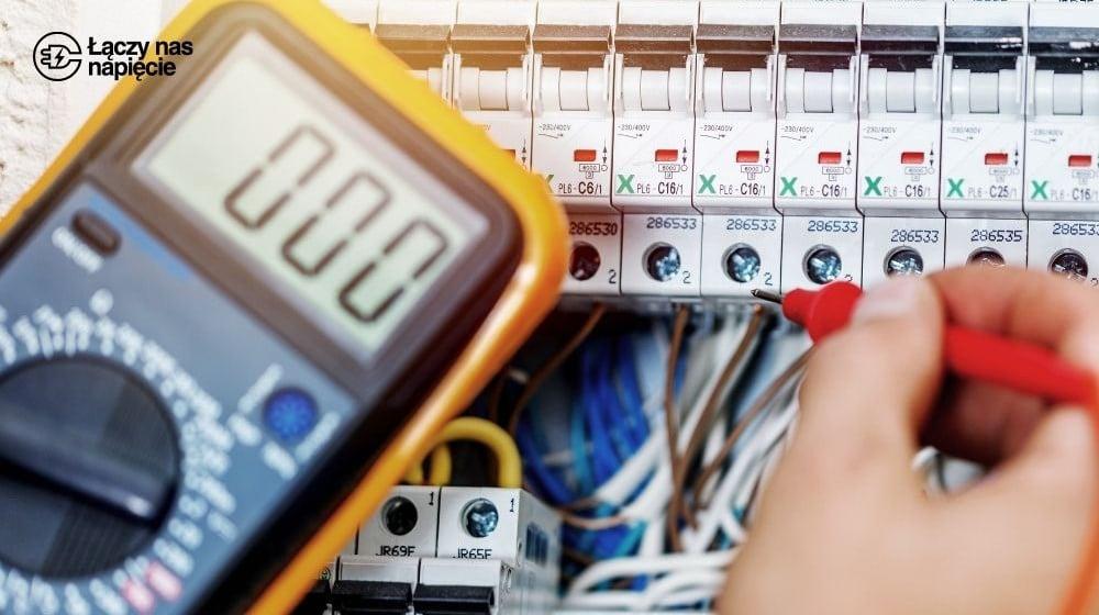 Przeglądy instalacji elektrycznej: okresowe i odbiorcze, oględziny, pomiary ochronne