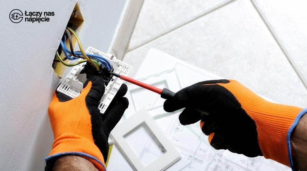 Awaria instalacji elektrycznej w domu. Co należy zrobić?